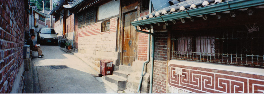Street scene showing Kahoi-Dong 31-37 (Gahoe-dong 31-37) before demolition